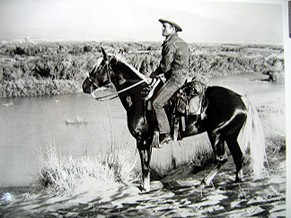Douglas_and_whiskey_on_the_rio_grande